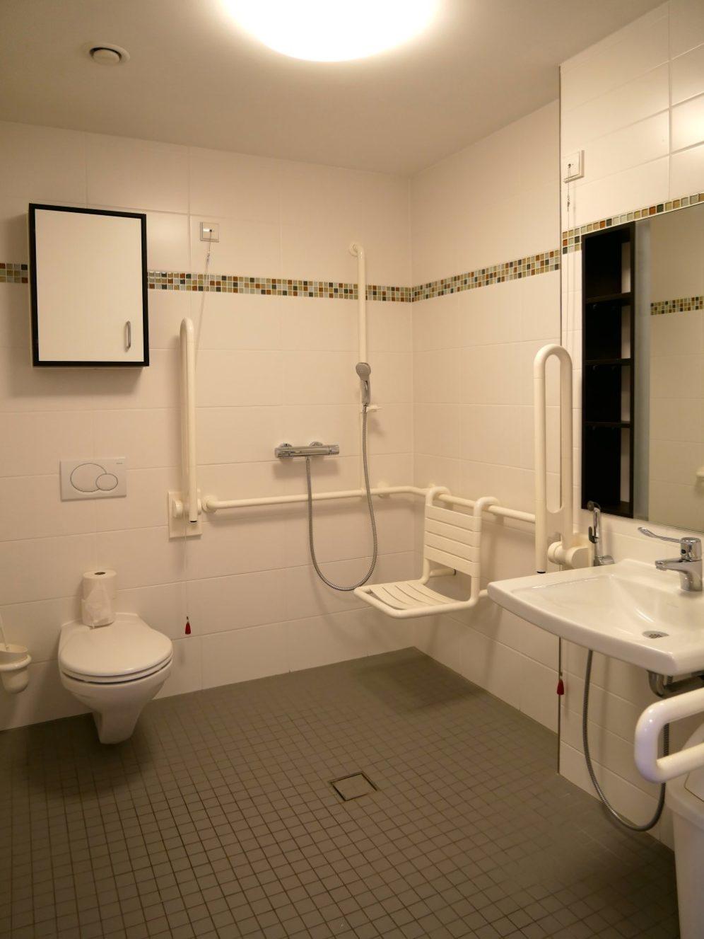 Bad in einem Bewohnerzimmer
