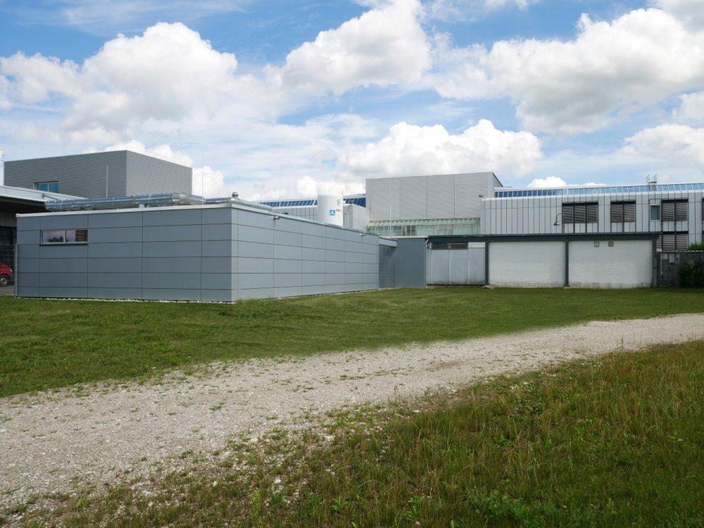 Rückansicht Neubau und Bestandsgebäude